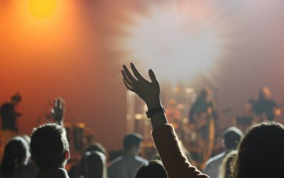 4 Reasons Modern Worship Services Should Engage the Emotions